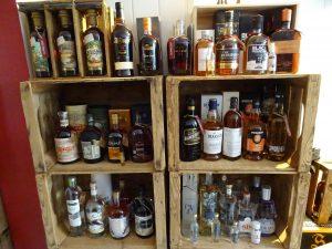 spiritueux rhum whisky le petit chai caviste la grande motte vodka gin cognac armanac arrangé rhums whiskies tourbé