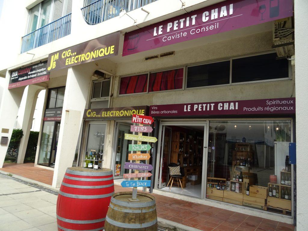 le petit chai caviste la grande motte 140 avenue de l europe cave vin vins champagne rhum whisky gin languedoc roussillon pic st loup terrasses du larzac costieres de nimes faugeres chinian