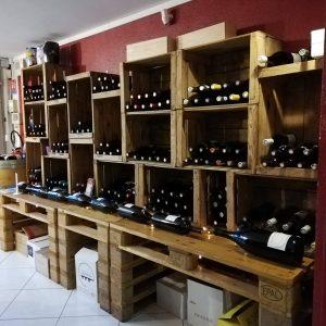 photo bouteilles couchés vacances petit chai grande motte vin montpellier languedoc vins wine mer caviste cave à vin
