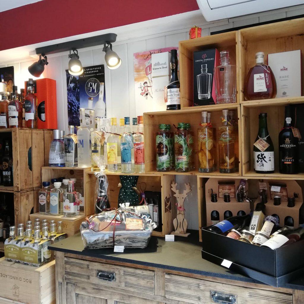 idees cadeaux cave a vin whisky rhum champagne grands crus spiritueux bieres caviste le petit chai