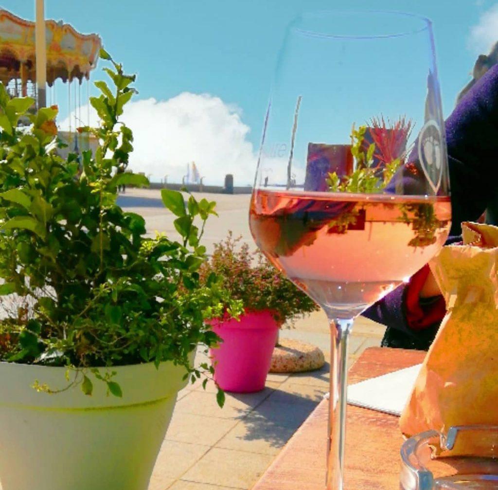 service restaurateur carte des vins restaurant caviste le petit chai cave a vin la grande motte champagne bieres whisky rhums
